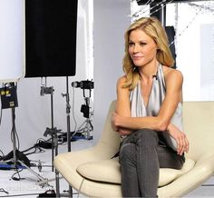 Gifs query julie bowen