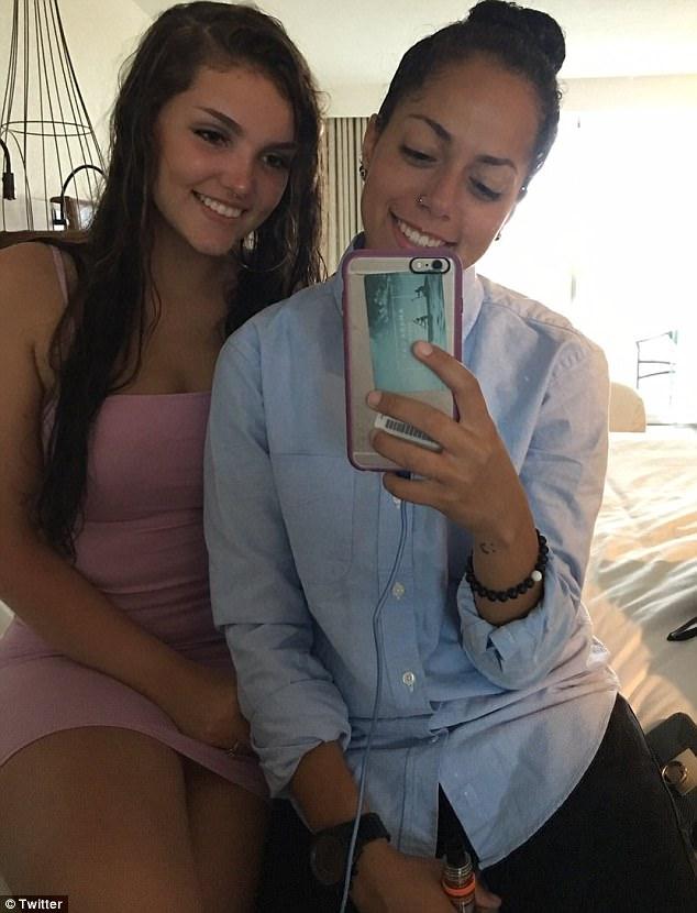 Teenage girls making first lesbian experience xxxbunker