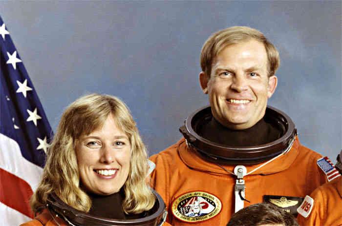 Eva lovia astronaut