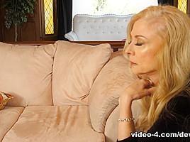 Black haired curvy audrey bitoni seduces johnny office