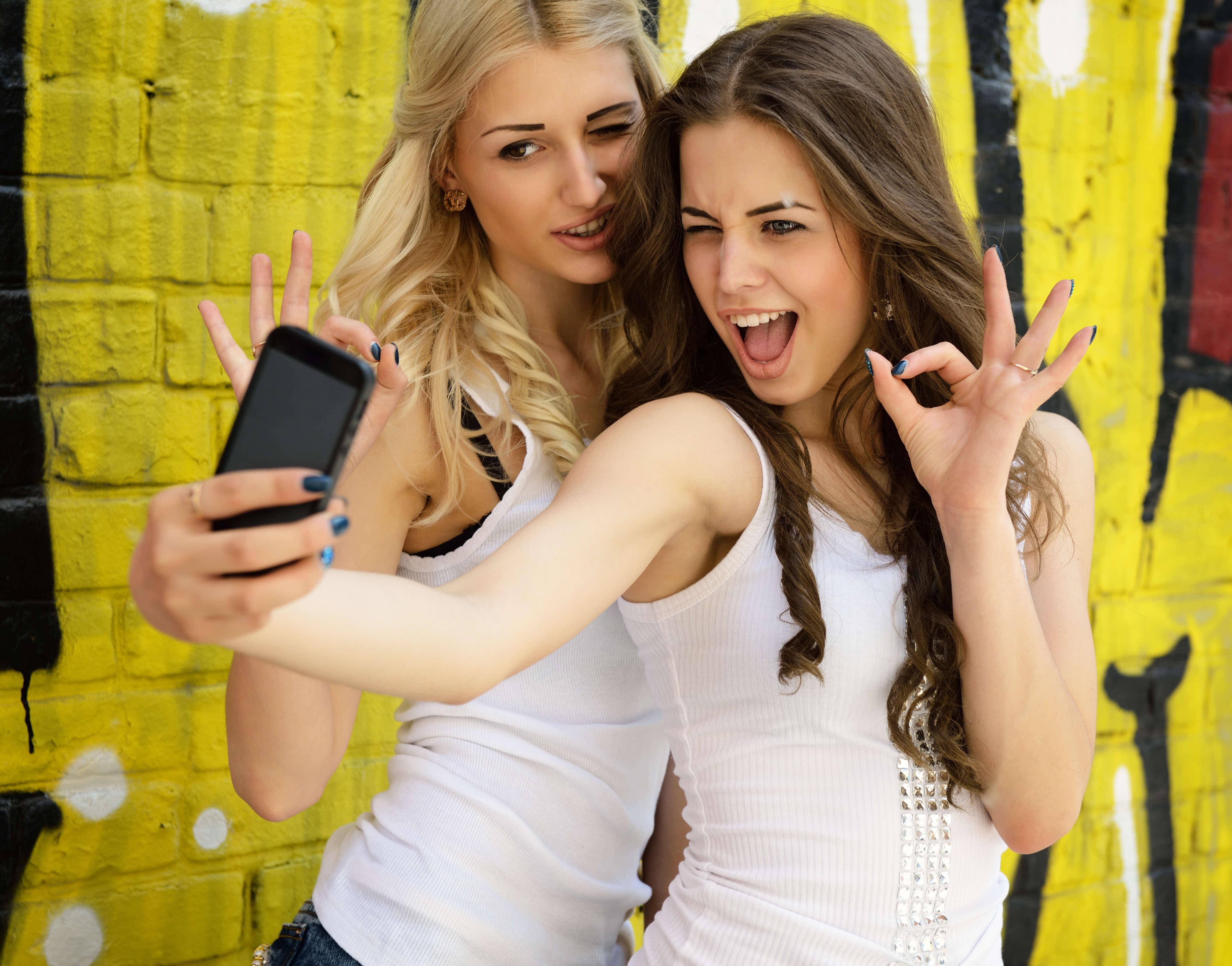 Surprise lesbian threesome in bed mobile porno