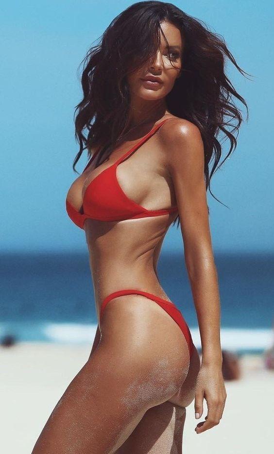 Hot bikini beach pics