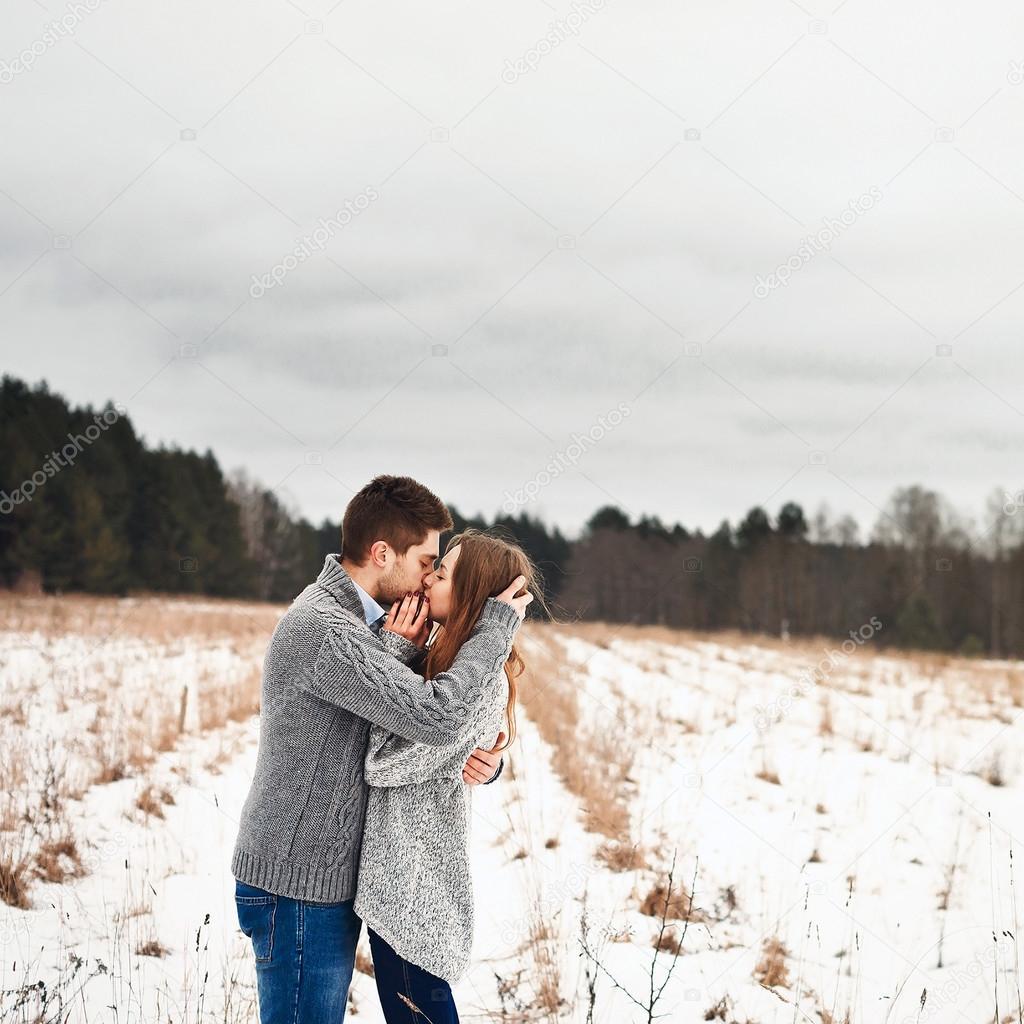 Junge Amateur Mädchen küssen