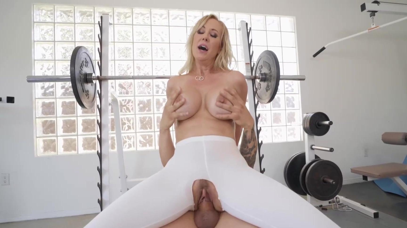 Bea flora oils up her tits in the sauna XXX