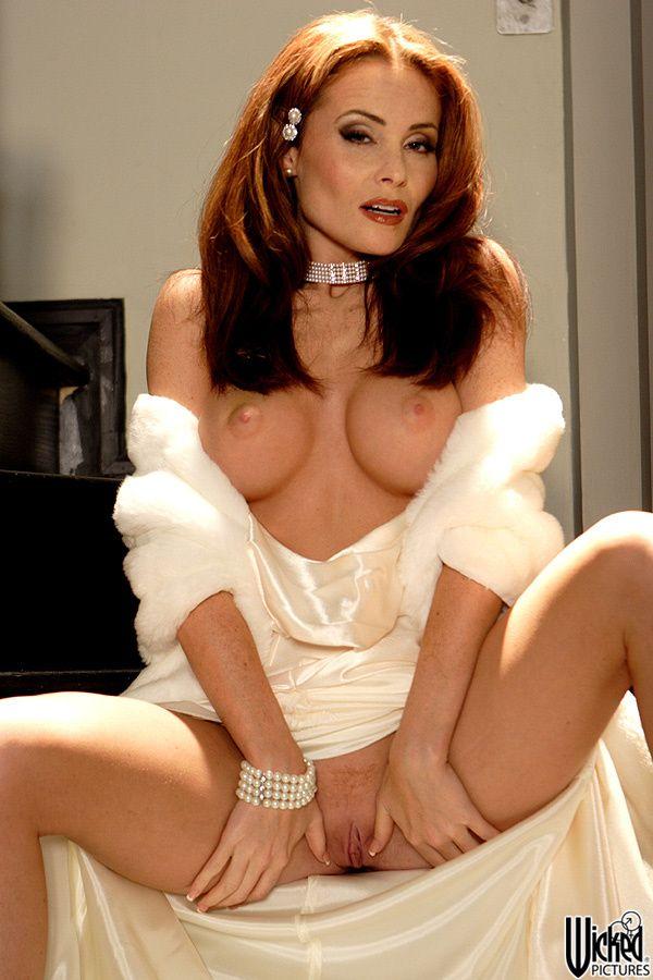 Cougar gets big tits cumshot at threeway xvideos XXX