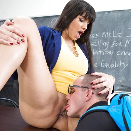 Eating my teachers pussy