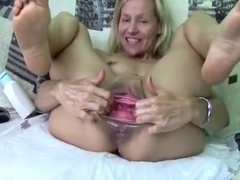 Juicy cherry pussy lips getting some attention xxx