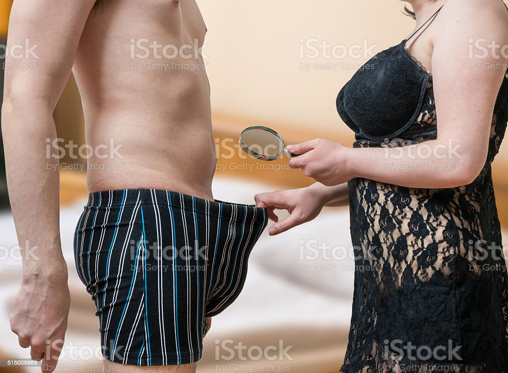 Frau spielt mit penis