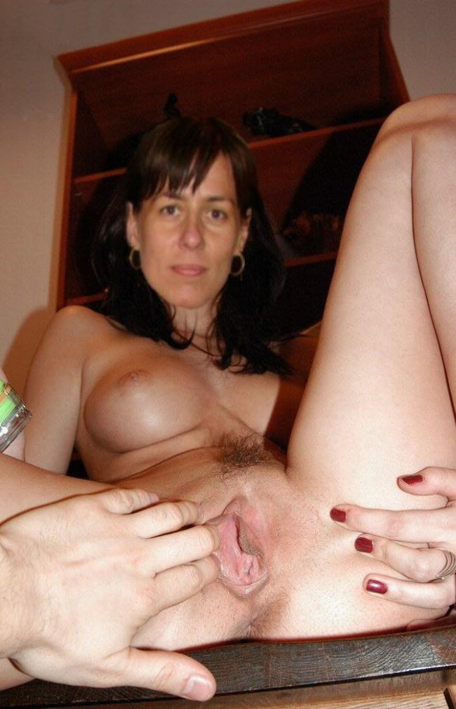 Girl cums teasing her nipples XXX