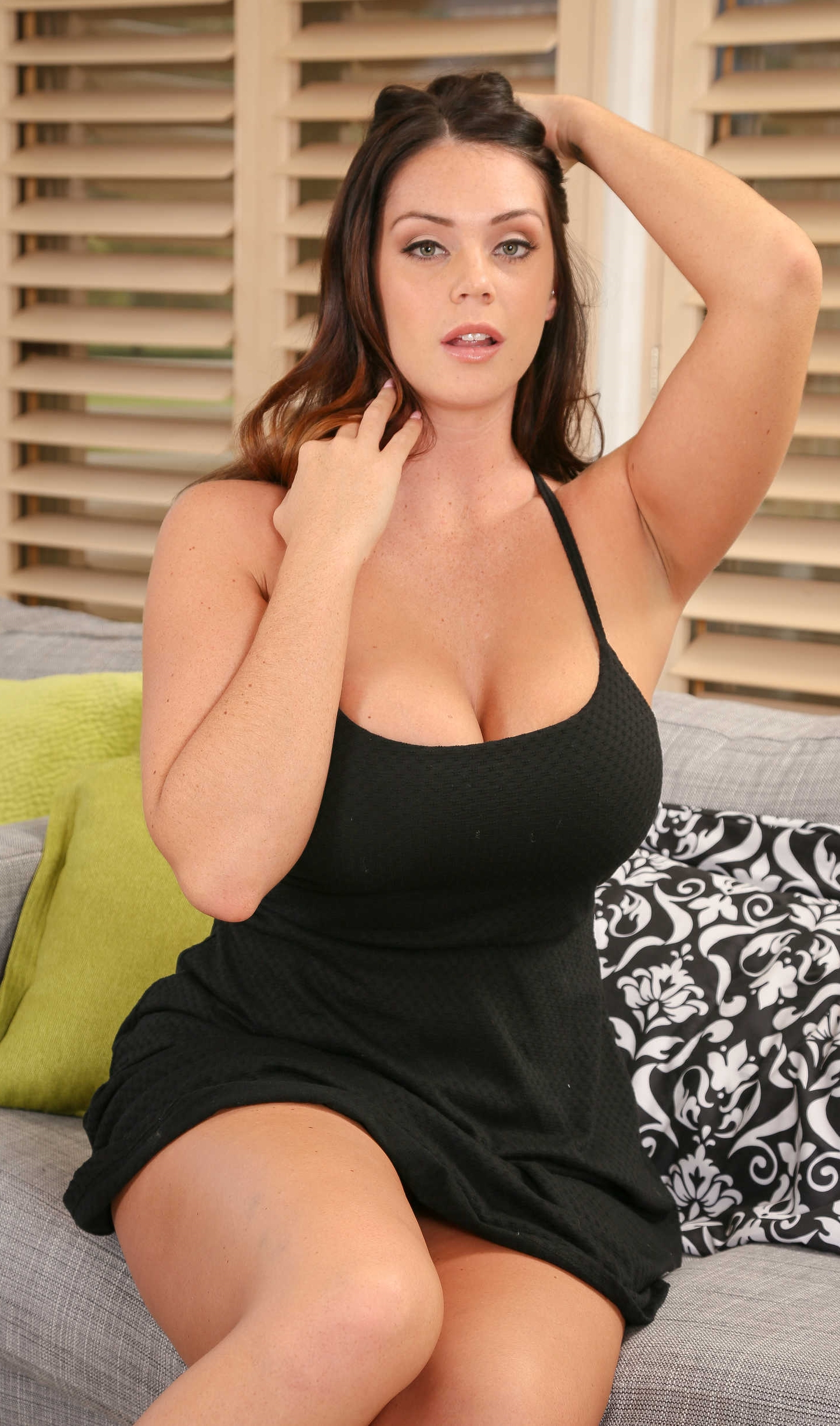 How tall is alison tyler