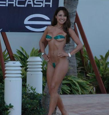 Lindsey haun bikini scene in rome jewel aznude