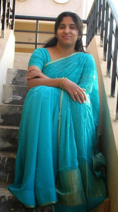 Sexy old age aunty in saree photos