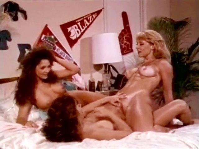 Vintage lesbian threesome porn